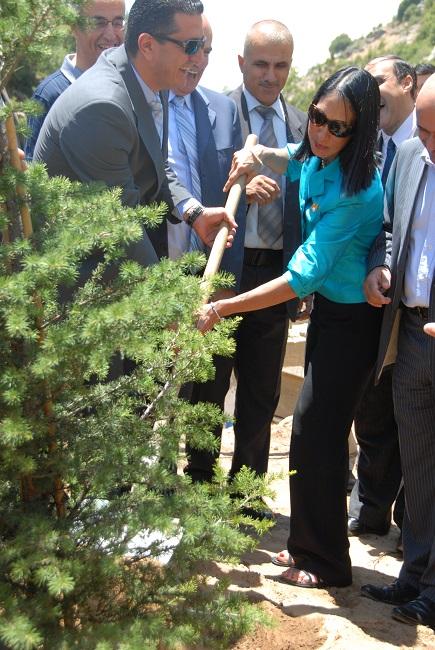 pict5- وضع حجر اساس للمركز البيئي في اهمج بحضور سفيرة الولاي